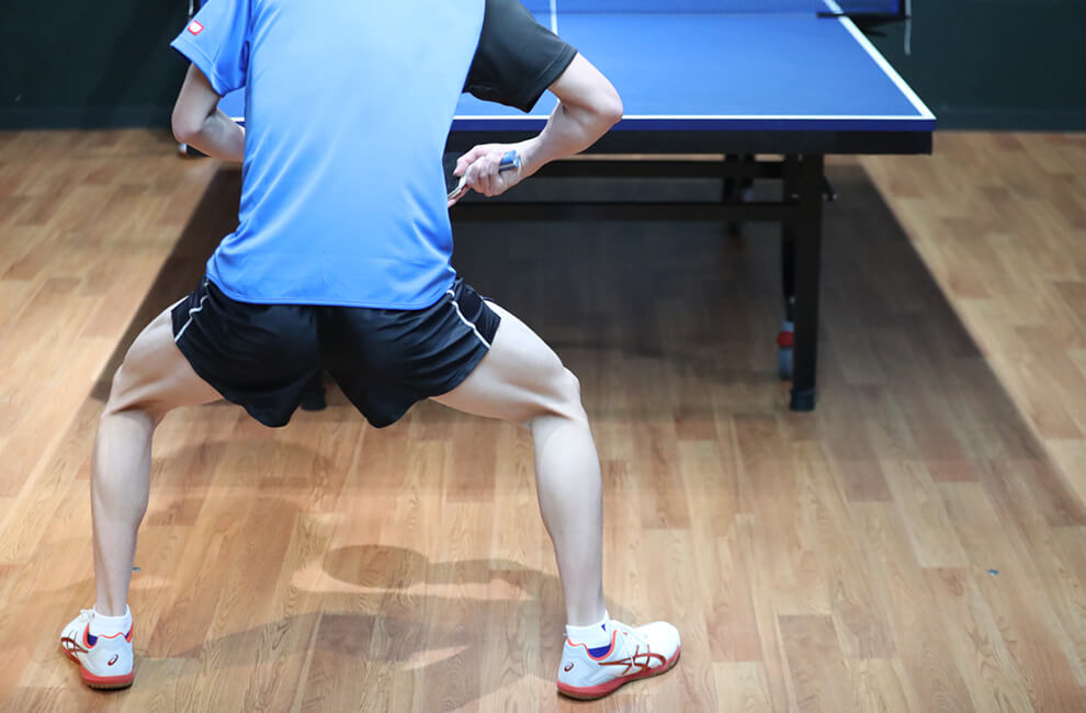 フォアとバックの切り替え 脚 卓球